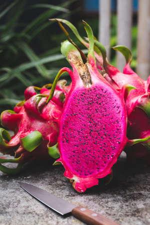 Fresh red dragon fruit- Pitaya fruit 免版税图像 - 152243589