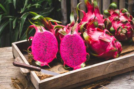 Fresh red dragon fruit- Pitaya fruit 免版税图像 - 152244168