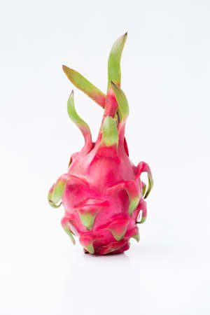 Fresh red dragon fruit- Pitaya fruit on the white background 版權商用圖片 - 152243872
