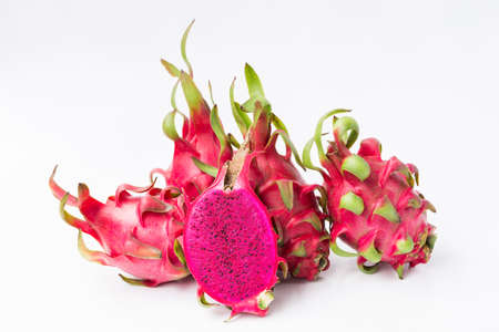 Fresh red dragon fruit- Pitaya fruit on the white background 免版税图像 - 152244385
