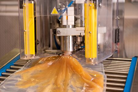 Apple direct juice after pressing. Bottling in bag in box 스톡 콘텐츠