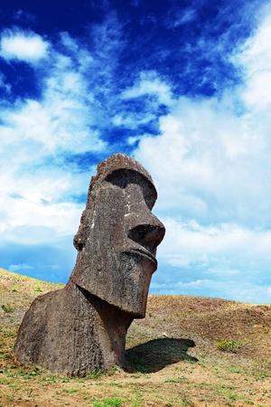 moai: Lone moais en pie en Isla de Pascua