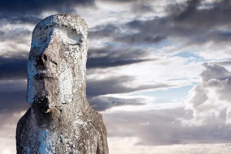 moai: Cara de un moai de piedra en la isla de Pascua Foto de archivo