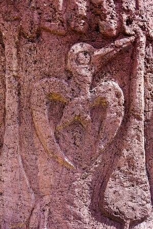 moai: Escultura del pájaro en la parte posterior de una isla moai Pascua Foto de archivo