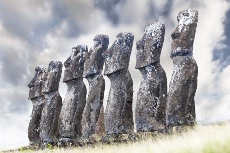 Seven Moais looking towards sea in Easter Island 版權商用圖片