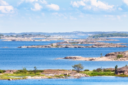 Finnish archipelago with bright blue water on a sunny day 版權商用圖片 - 23017311