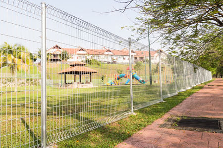 BRC type fence is gaining popularity as a security perimeter at residential and industrial areas. Imagens - 35006886
