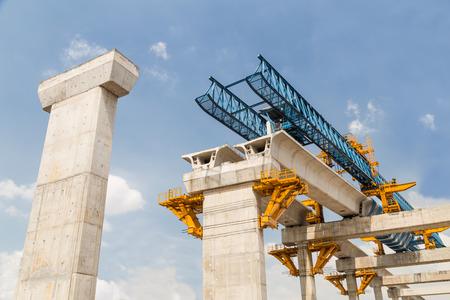 construccion: Construcci�n de una l�nea misa de tr�nsito ferroviario en curso