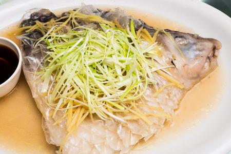plato de pescado: Plato de pescado al vapor Empurau Foto de archivo