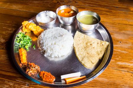 ネパール語ターリー食事とチキンのカレーのセット