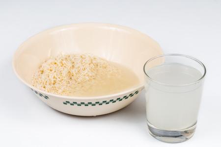 Riz eau de rinçage peut être utilisé comme engrais naturel de plantes Banque d'images - 41129961