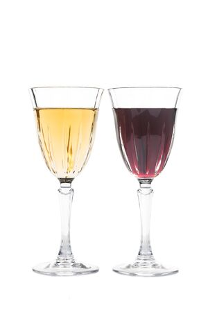 sauvignon blanc: Red and white wine in luxurious crystal glasses