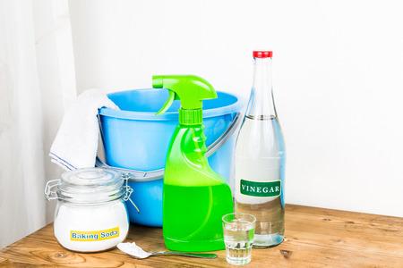 Zuiveringszout met azijn, natuurlijke mix voor een effectieve huis schoonmaken Stockfoto