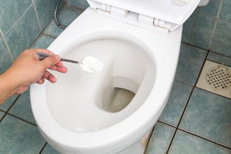 toilete: El bicarbonato de sodio utilizado para limpiar y desinfectar ba�o y aseo taz�n
