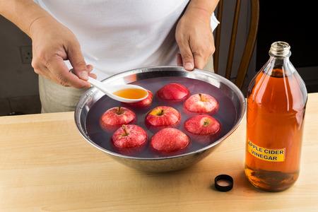 アップル サイダー酢効果的な自然療法果物から農薬残留物を削除するには