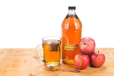 양조 한 차, 자연적인 치료 및 일반적인 건강 상태를위한 치료를 가진 사과 사이다 식초