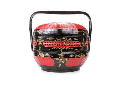 아시아 지역에서 페라 나칸 중국어가 사용하는 전통 옻칠 바쿨 시아 바구니