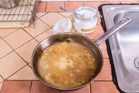 soak: Baking soda to soak and remove burnt-on food in the bottom of pots and pans