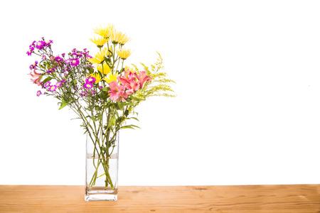L'eau stagnante dans les fleurs vase potentiel lieu de reproduction pour les moustiques dans les maisons