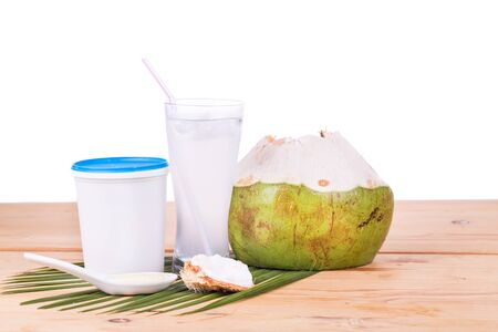 coco: jugo de coco natural, refrescante, con bebidas de yogur ayuda a la digestión de alimentos