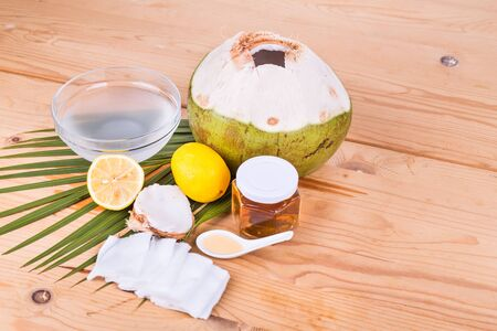 swaps: Natural face mask made of coconut juice, lemon juice, and honey to clean and moisturize dry skin