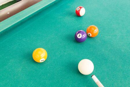 Balle en situation snookered ou pris au piège pendant le jeu de billard snooker Banque d'images