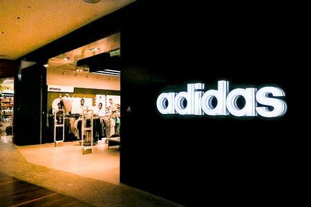 Adidas AG is a German multinational corporation, headquartered in Herzogenaurach, Germany, that designs and manufactures shoes, clothing and accessories. 報道画像