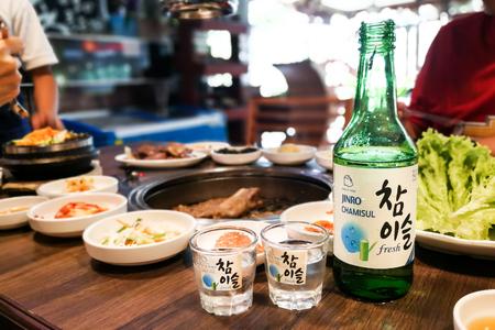 Kuala Lumpur, Maleisië, 26 juni 2017: Jinro Chamisul Soju is al 12 opeenvolgende jaren 's werelds best verkochte soju en heeft vele onderscheidingen verdiend. Nu verkrijgbaar in Maleisië. Redactioneel