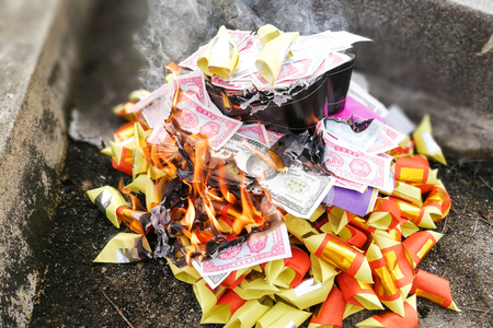 Chinese taoism tradition to burn paper money and gold to ancestors during Qingming or tomb sweeping day Stock Photo