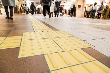 Indoor tactile paving foot path for the blind and vision impaired handicap in Japan Banque d'images