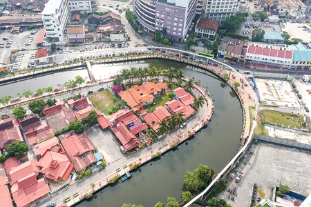 Malacca, Malaysia, April 8, 2018: Malacca city is awarded the UNESCO World Heritage City status with rich history. Featured here aerial view of Melaka River, popular tourism destination with scenic landscape. 新聞圖片