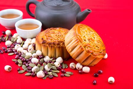 Mid -utumn festival Chinese mooncake  with ingredients and tea on red background 版權商用圖片 - 99533588