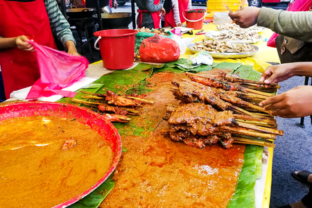 Popular Malaysia cuisine called ayam percik sold at market stalls during Ramadan for iftar or buka puasa 免版税图像