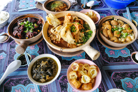 Bak Kut Teh, stewed pork in herbal soup, popular meal in Malaysia and Singapore among Chinese. Reklamní fotografie