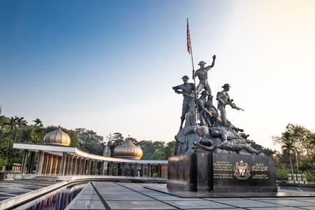 KUALA LUMPUR, MALAYSIA, 18. April 2019: Tugu Negara National Monument, ein beliebtes Touristenziel in Kuala Lumpur. Gedenken an diejenigen, die im Kampf für die Freiheit gestorben sind Editorial