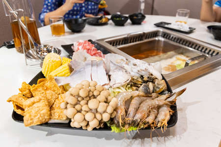 Steamboat hotpot meal with luxurious seafood sliced meat ingredients in restaurant Banque d'images - 153687283