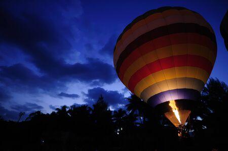 extreme heat: Hot air balloon at dawn