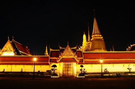 phra si rattana chedi: Thai Temple of Wat Phra Si Rattana Satsadaram or Wat Phra Kaew at night in Bangkok, Thailand. Stock Photo