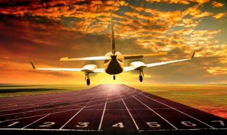 Flugzeug auf Laufbahn oder Sportler Spur Standard-Bild - 14417563