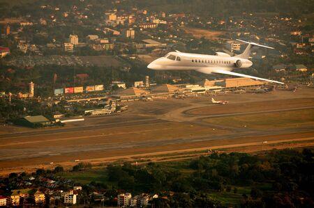 jetplane: Jetplane sorvolano l'aeroporto