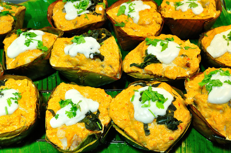 snake head fish: Testa di serpente pesce al curry in foglie babana, Thai Food