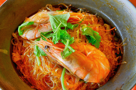 vermicelli: Shrimp potted with vermicelli chinese asian style food