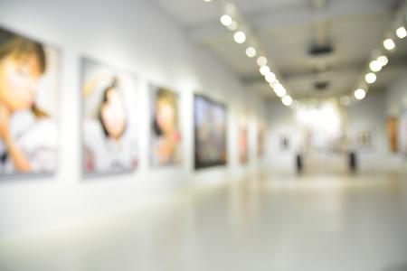 흐림 또는 배경으로 현대 미술 센터의 로비의 디 포커스 이미지 bokeh