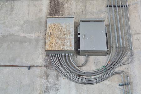 carga: Cargar Centro Gabinete en el sistema eléctrico en el edificio externo, estilo grunge