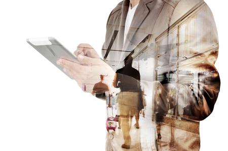 exposicion: Doble exposición del hombre de negocios y de la terminal del aeropuerto con el caminar y hacer compras como concepto de negocio de viajes Foto de archivo