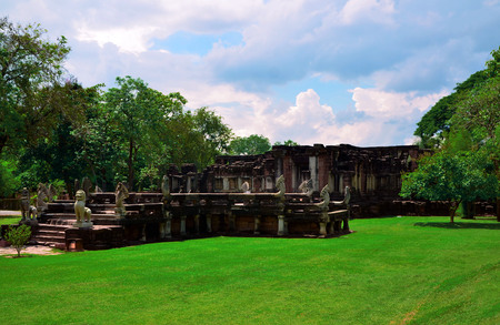 Phimai Historical Park It is one of Thailand's historical parks. Located in the district of Phimai. Nakhon Ratchasima The stone castle in the Great and magnificent Khmer Empire.