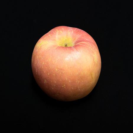 baclground: Fresh apple on black baclground