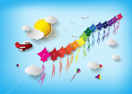 Colorido volar cometas en el cielo.