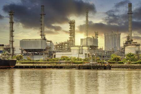 Oil refinery petrochemical industrial plant in sunset  Standard-Bild