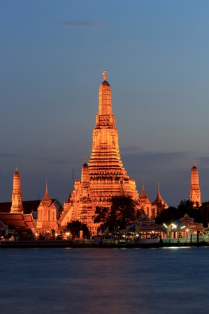 The scene of the Temple of Down (Wat Arun) in the night. photo